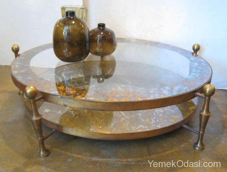 Cam Kokteyl Masaları Bu gün sizlere 2 antika ve 1 tane de günümüz cam kokteyl masasını tanıtacağım..İsterseniz,cam sehpaların kısacık tarihçesinden bahsedeyim.İlk kez Rönesans döneminde cam yapma fikri ortaya çıkmış ve 1990ların başlarında Venedik kristalleri ile ilk cam kahve masası yapılmış.Daha sonra modern tekno ... http://www.yemekodasi.com/cam-kokteyl-masalari/