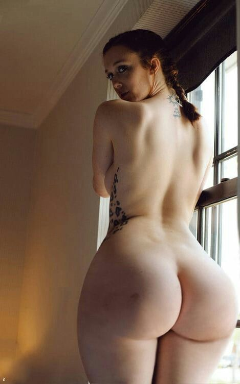 Wide ass naked girl