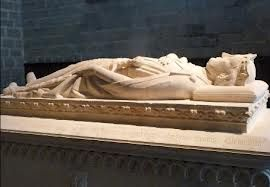 Escultura yacente , material piedra , color blanco y textura lisa , Sepulcro de Sancho el Fuerte. Roncesvalles