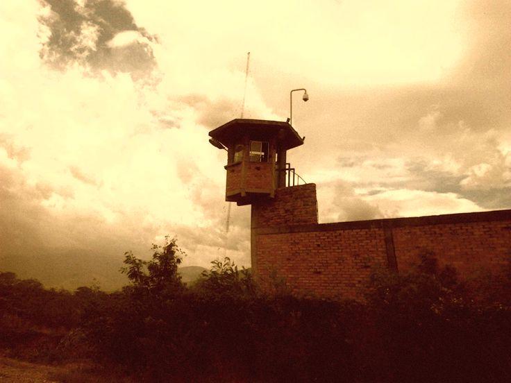 en esa torre cuarda una princesa... quien sabe ?