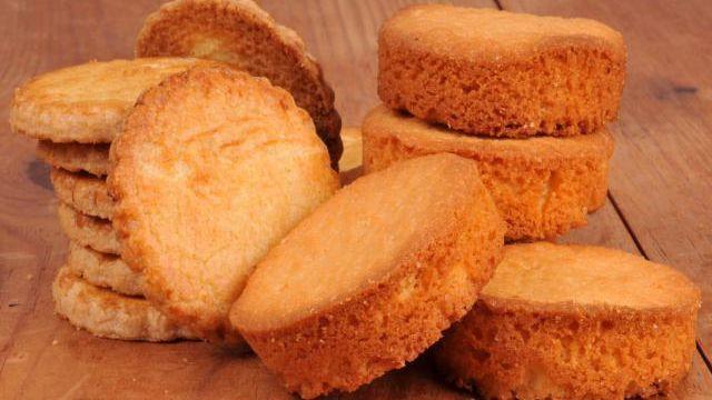 Que ce soit au moment du goûter ou au moment du dessert accompagné d'une crème dessert, les palets Breton faits maison seront un succès assuré. Découvrez la recette de ce biscuit authentique qui nous a fait saliver étant enfants.
