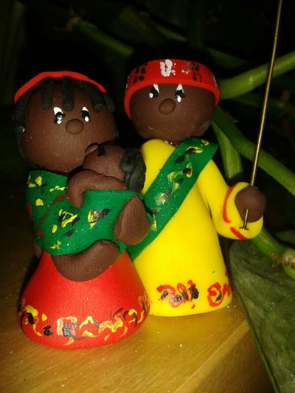Belén Africano.Compuesto de San José,la virgen María y el niño. No puede faltar esta Navidad.http://birlocha.blogspot.com.es/2013/10/belen-africano.html