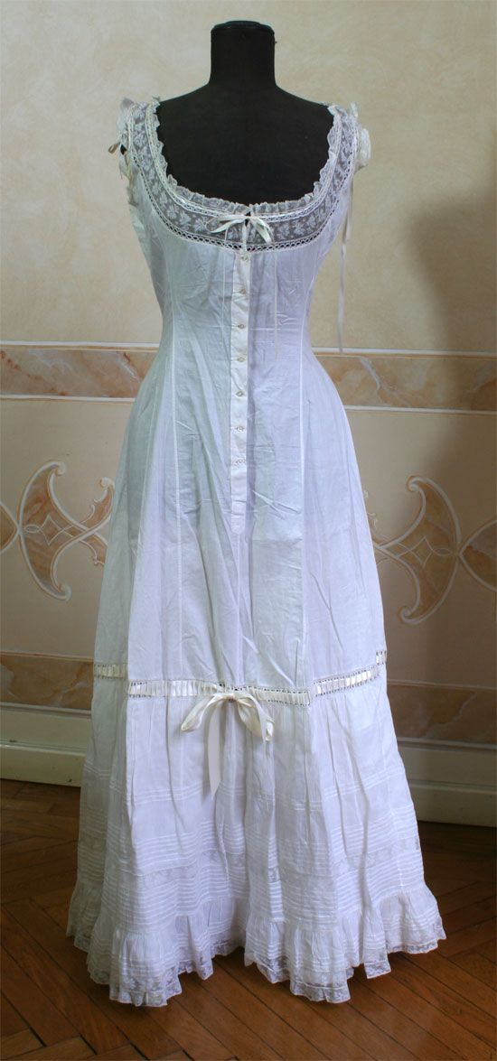 Early 1900's combination petticoat with tucks and lace. Abiti Antichi.