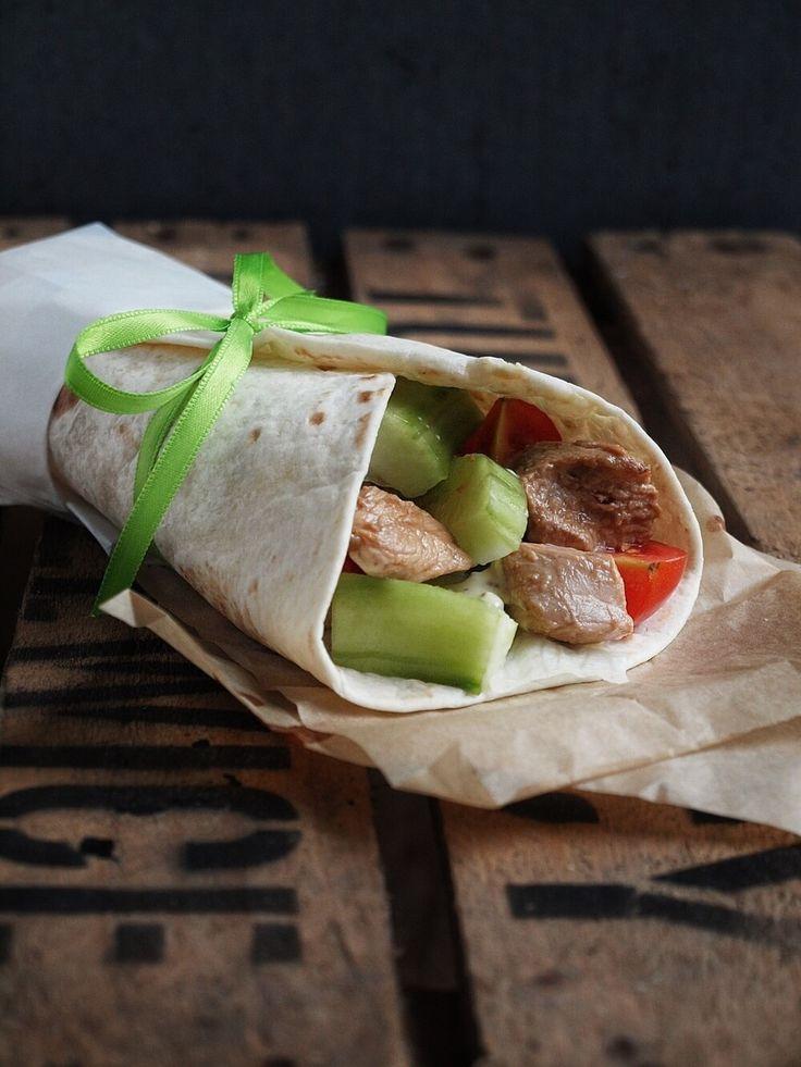 Chicken Teriyaki Wraps + selbstgemachtes Honig Senf Dressing. Kikkoman Teriyaki zum Fleisch marinieren + frischer Salat+Honig Senf Dressing + Tortillafladen