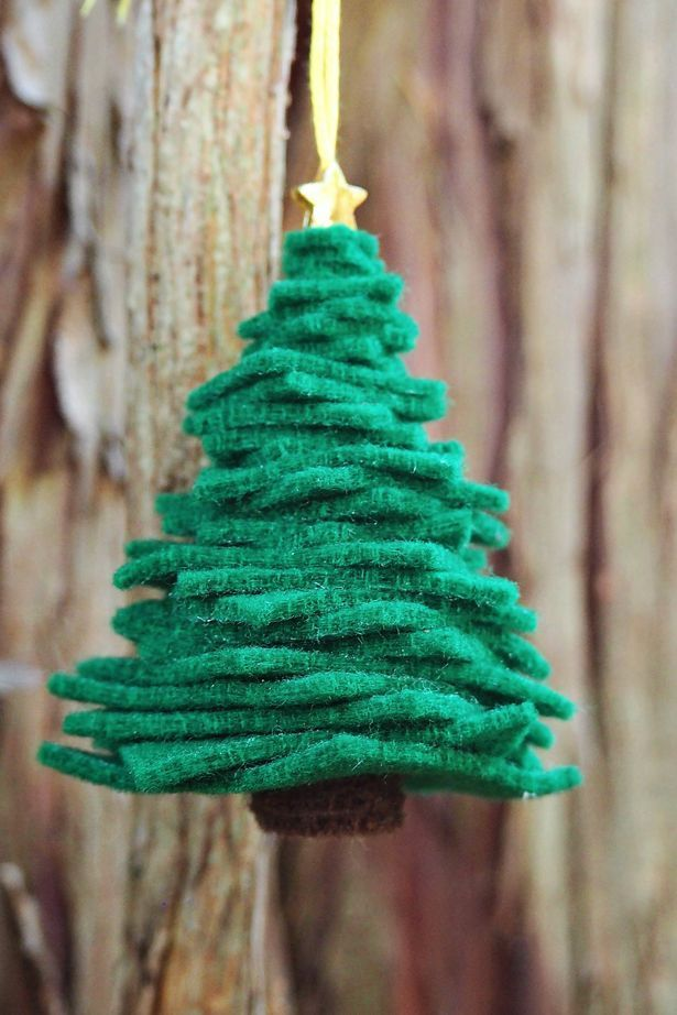 Easy felt Christmas tree ornament. A cute DIY ornament kids can help make!