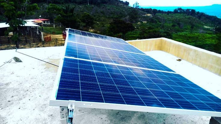 Sistema Autónomo de 1 kW .... #solar #sun #panelsolar #energia #energiasolar #offgrid #solarworld #FVSolar #autosustentable #mundoverde #aprovechaeldia #generaenergia #solarpanel #invercom #lth #ranch #homegreen #casasustentable  #chiapas #mexico #mexicoverde #energiamexico #energíasolarméxico #piensaverde #piensaverde #solarenergy #sunrise #usaenergiasolar  Gracias por confiar / Thanks for trusting Equipo de FVSolar / FVSolar Team  Gracias por seguirnos / thanks for following us...
