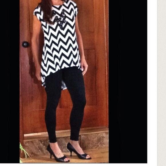 GORGEOUS HIGH/LOW CHEVRON BLOUSE!❤️ Beautiful Black & White Chevron Blouse. ❤️ Tops Blouses