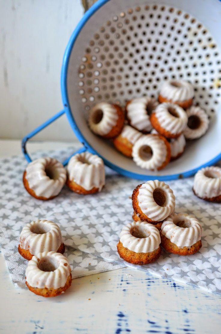 Mini-Nuss-Gugl mit Lebkuchengewürz (oder lieber Zimt?)