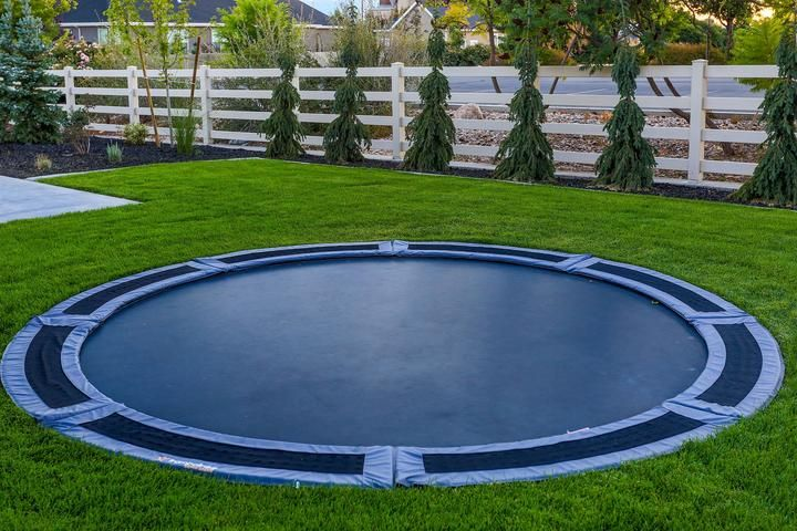 14 round tdu trampoline with vented pad retaining wall
