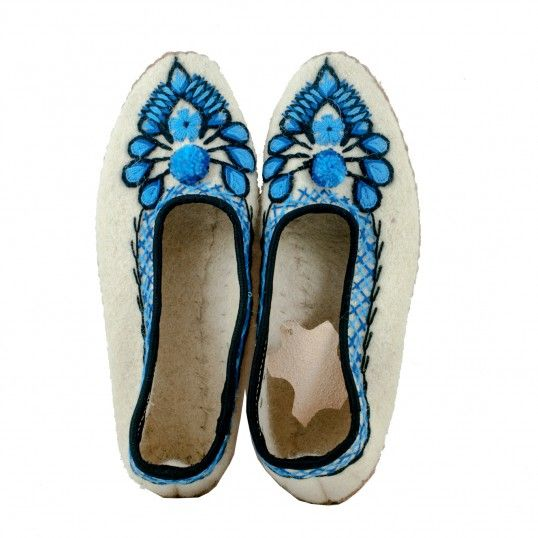 Wool felt slippers with embroidery