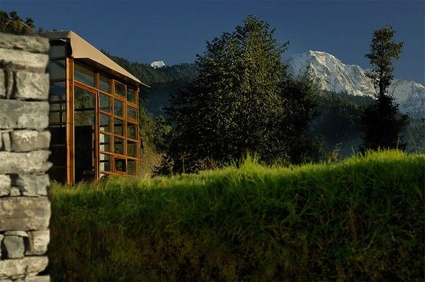 Dazzling Picturesque Mountain Hotel in Remote Area : Picturesque Mountain Hotel Atmosphere Mountain View