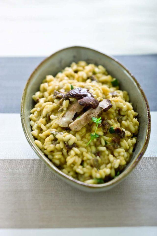 Risotto ai funghi porcini freschi con lenticchie ed erbe. Ricetta di Giuseppe Capano. Tratta dalla rivista Cucina Naturale.