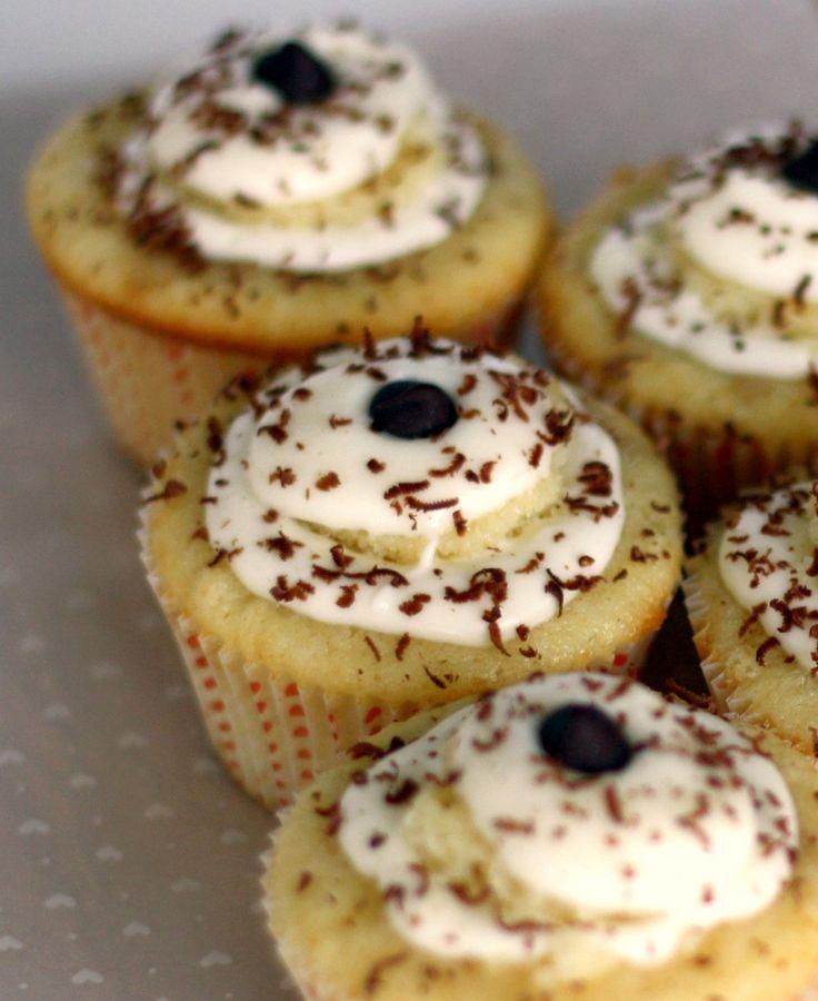 tiramisu cupcakes. these look fabulous, but what might a girl substitute for the liquor? @Miya Hirabayashi Woods