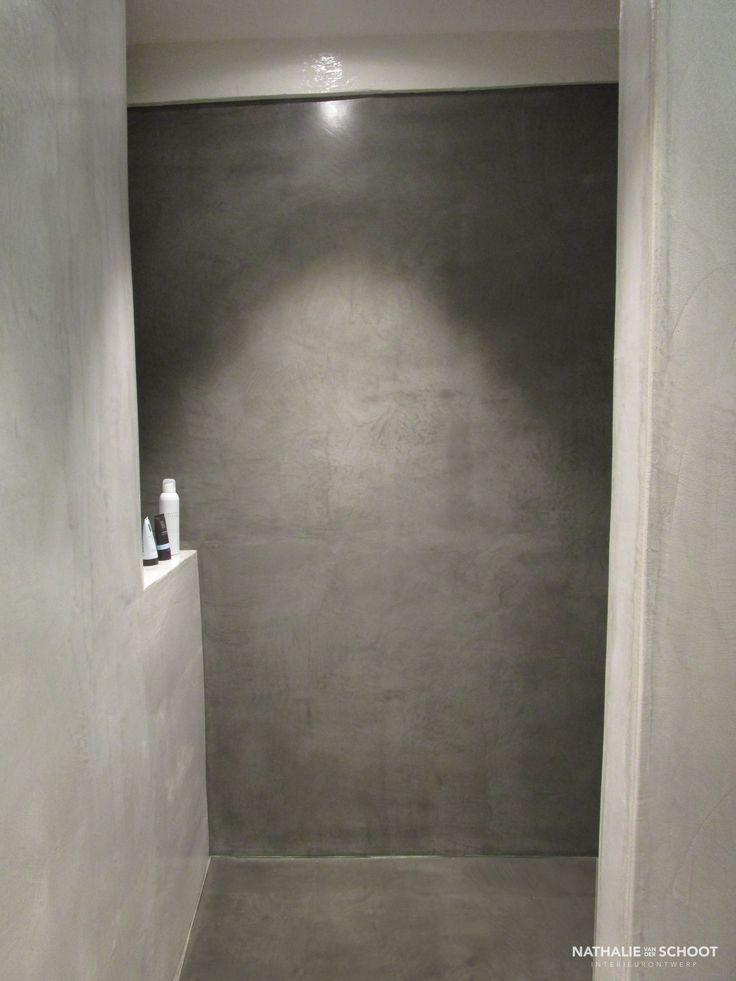 Badkamer in verbau betonstuc kleuren 01 128 steenkool en 05 donker graniet betonstuc - Donker mozaieken badkamer ...