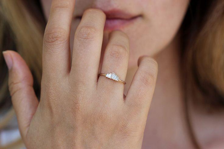 Diamond Size Comparison On Hand Finger Carat 1 2 3 4 0 5 Ct 0 25 0 75 1 5 0 3 0 8 0 7 0 Engagement Rings On Finger Diamond Carat Comparison Diamond Carat Size