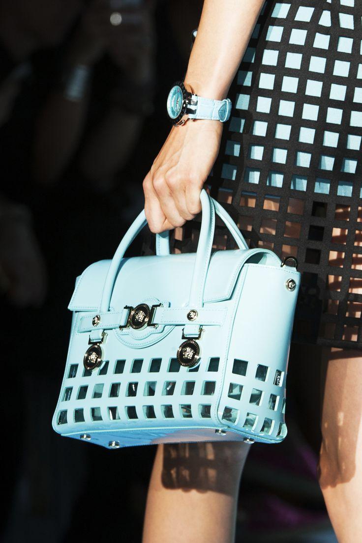 Modne torebki - trendy wiosna-lato 2015, Versace, fot. Imaxtree