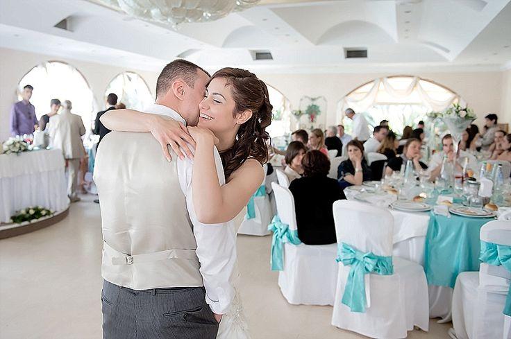 Gli sposi ballano al ricevimento | First dance at wedding reception | @ Villa il Sogno
