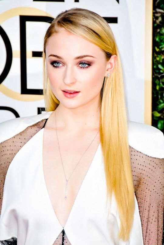 Sophie Turner || 74th annual Golden Globe awards, January 8, 2017