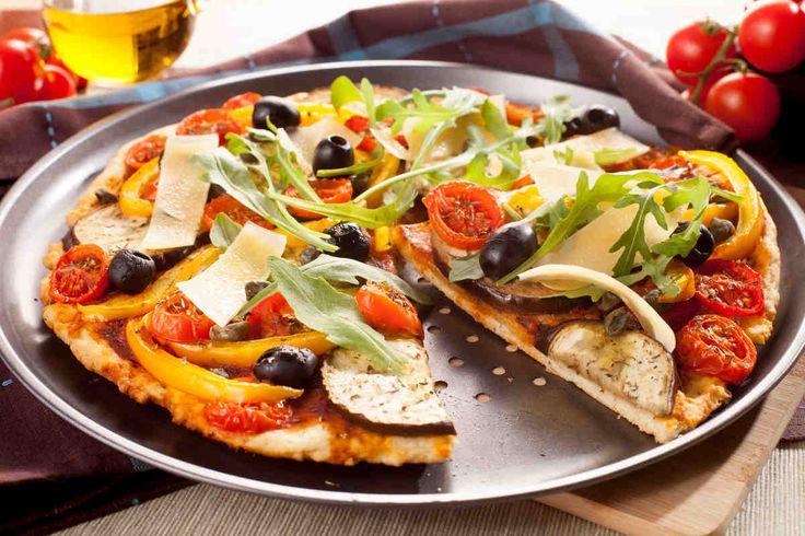 Pizza z bakłażanem i kaparami #smacznastrona #przepisytesco #pizza #italy #kapary #bakłażan #mniam