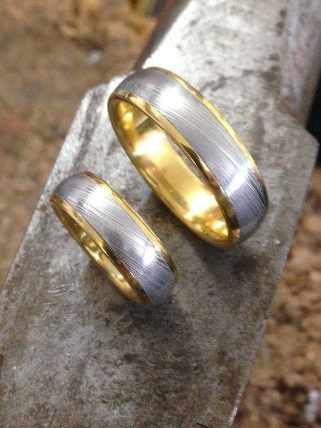Trauringe Damast-Stahl mit 21.6 Karat Gelbgold von Damast-stahl der Hochzeitshop von SECRET GARDEN auf DaWanda.com