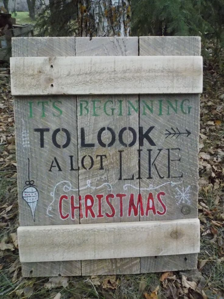 """""""It's beginning to look a lot like christmas."""" Reclaimed pallet wood sign."""