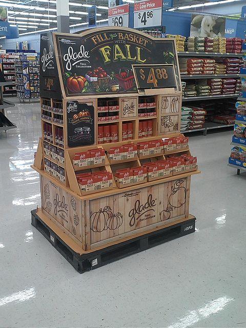 Glade 1/2 Pallet display promotes the natural oranic produce. #POS, #RetaiMerchandising #ShopperMarketing