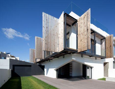 Un bel esempio di brise-soleil House in Porto by e348 arquitectura