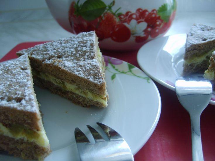 Krehký rebarborový koláč s tvarohom