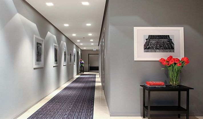 the use of multiple lights on the ceiling is the best choice to illuminate narrow places such as an hallway - 10 easy tips to light up your home
