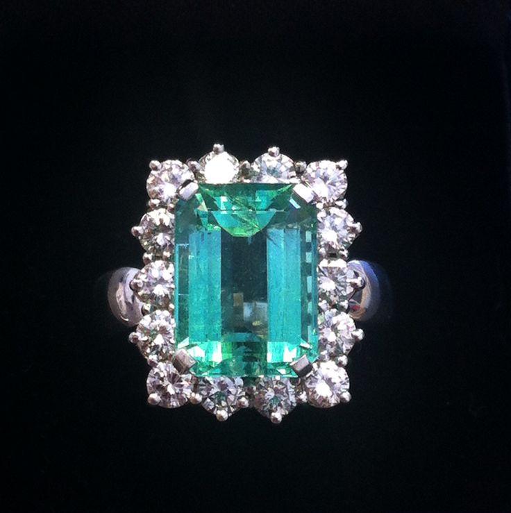 Anello smeraldo e diamanti taglio brillante realizzato a mano