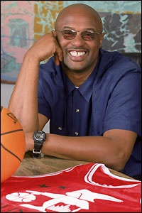 Joe jellybean bryant father of kobe bryant and former for Joy gift and jewelry sydney ns