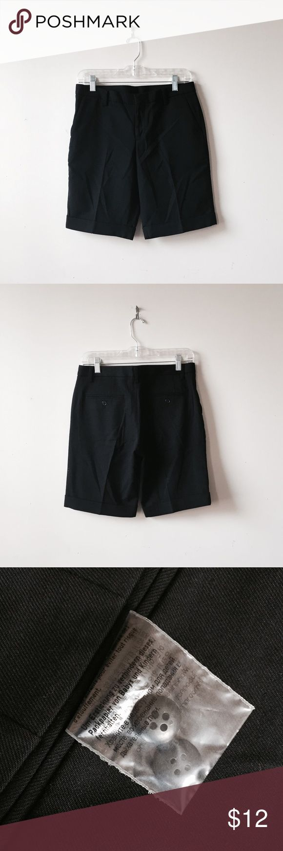Uniqlo wool blend boy shorts Size S/2. Wool blend. Comes with 2 extra buttons. EUC. Uniqlo Shorts Bermudas