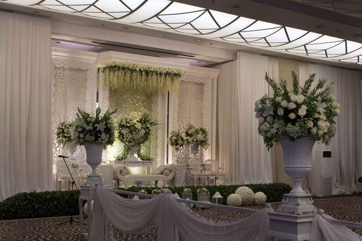Step to the happiness #decor #mawarprada #dekorasi #pernikahan #elegant #pelaminan #wedding #decoration #romantic #jakarta more info: T.0817 015 0406 E. info@mawarprada.com www.mawarprada.com