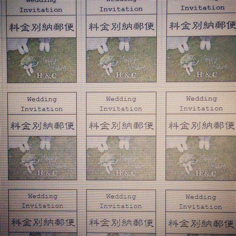 招待状には、オリジナルの切手で。  前撮りのお写真を活用しました。  #wano_wedding #招待状 #料金別納郵便 #料金別納郵便マーク #オリジナルウェディング #前撮り #ウェディング #wedding #ナチュラルウェディング #nature #green #コンバースウェディング #スニーカーウェディング