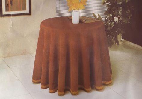 Vamos a ver cómo se corta un mantel o una falda para una mesa camilla. Lo primero que ne cesitamos es una cinta métrica. En el caso del mant...