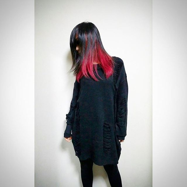 WEBSTA @ mint_ykz - 👄👄👄#ヴァンパイアレッド…というネーミングにゾクゾクしちゃうんだ😏#マニパニ #マニックパニック #manicpanic #vampirered #派手髪 #インナーカラー #redblack #redhair #goth #innercolor #haircolor #ヘアカラー #straighthair #ストレートヘア #赤髪 #病み系な