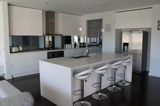 Beautiful kitchen in Sanctuary Lakes - Built by First Avenue Homes // tinted mirror // mirror splashback // white kitchen // kitchen island