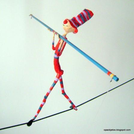 El Circo :: Creando figuras con alambre y papel, el equilibrista y la cuerda floja