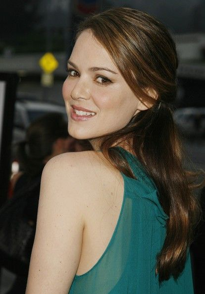 "Jacinda Barrett Photos - Actress Jacinda Barrett arrives at the premiere of Paramount Picture's 'The Last Kiss' at the Directors Guild of America on September 13, 2006 in Los Angeles, California. - Dreamwork's Premiere Of ""The Last Kiss"" - Arrivals"