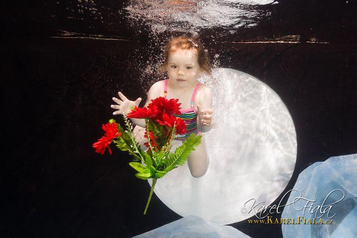 Volné focení ve vodě. ⏳📸💧💧💧 http://karelfiala.cz/fotopodvodou/brno/