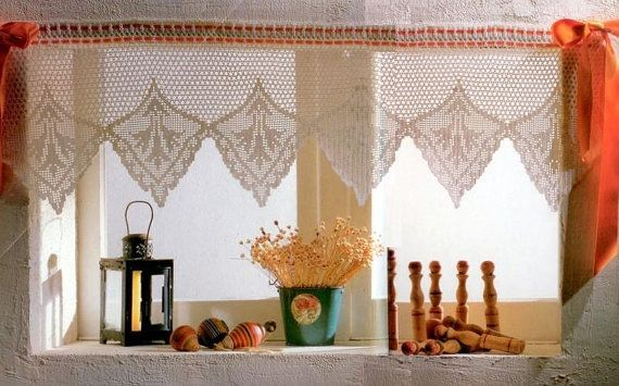 SCHEMA IN ITALIANO e INGLESE Graziosa tendina lavorata a filet, con 80 g. di…