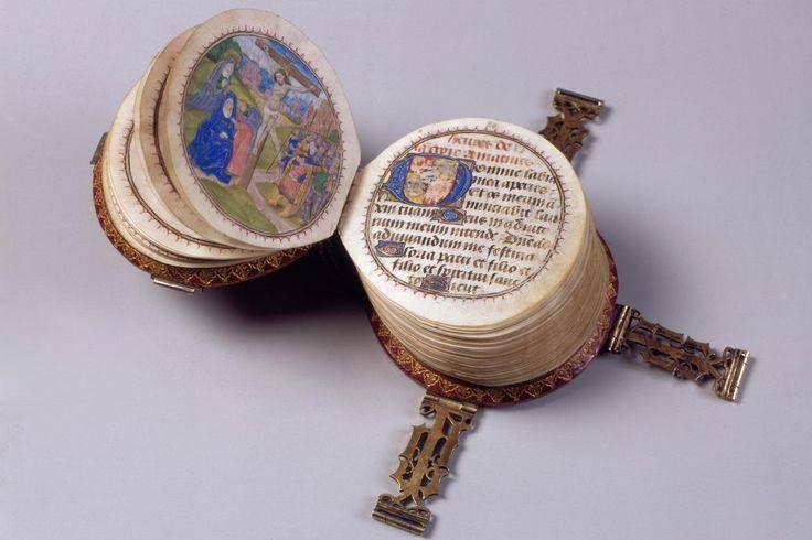 CODEX ROTUNDUS. Petit livre d'heures. Bruges, 1480. Diam. 9 cm. Miniatures de l'atelier du Hollandais Willem Date, actif 1450-1482. Hildesheim Cathedral Library, Germany
