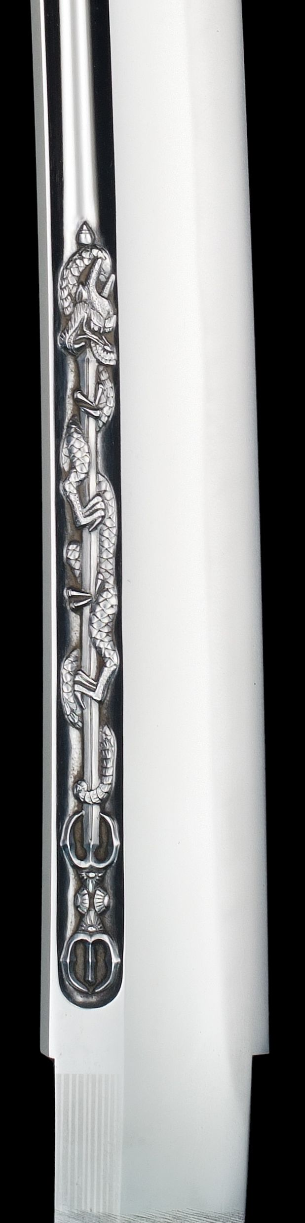 "Close-up of the ""Kurikara-ryu"" Dragon inscribed on the sword by Hirokuni Hiroki 1990. (広木弘邦作 小竜景光写し 倶利伽羅龍)"