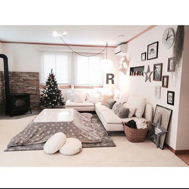 最近はすっかり寒くなり、お家の中でも暖房を付けたり防寒対策をされているご家庭も多いのではないでしょうか? 今回は、日本人に馴染み深い「こたつ」のあるお部屋をご紹介していきたいと思います。 和室にはしっくり来るこたつですが、洋室でも工夫次第でお部屋の雰囲気を壊さずに使える様です。