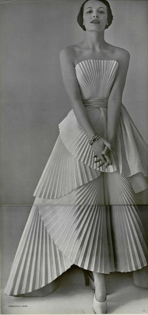 Dior robe drapée, L'officiel de la mode 1950