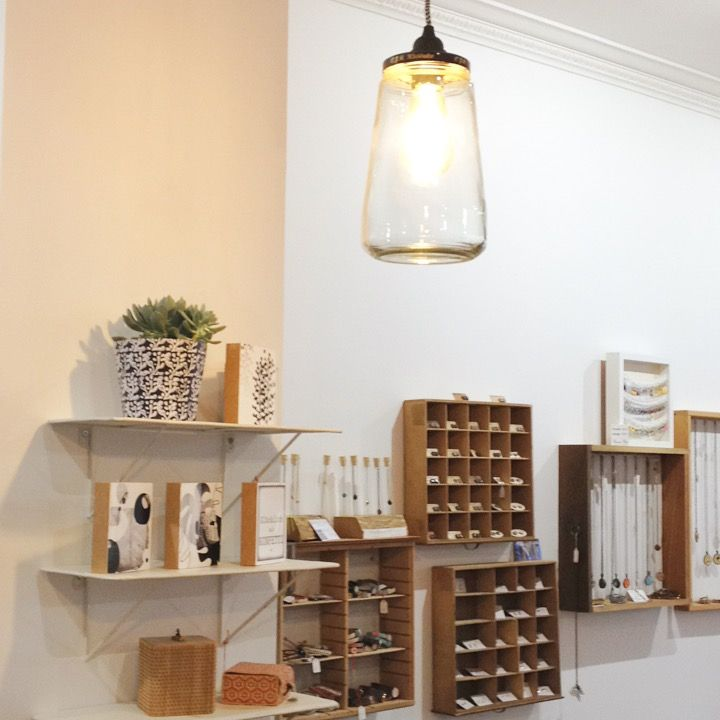 Ein Blick auf die Schmuckwand. #style #art #jewelry #jewellery #lifestyle #lighting #handmade #wood #creativity