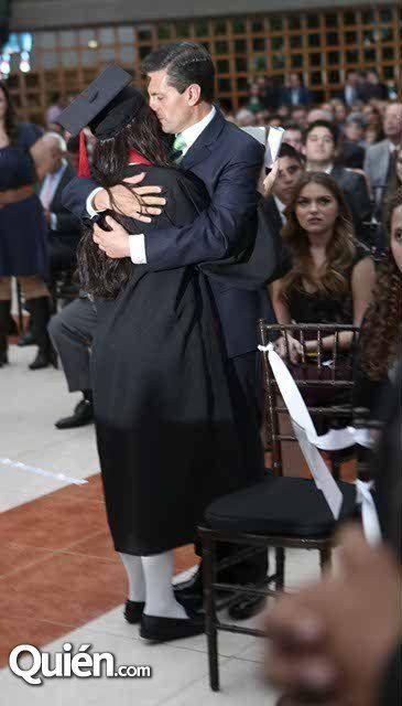Peña Nieto acompaña a Paulina en acto solemne del Colegio Miraflores