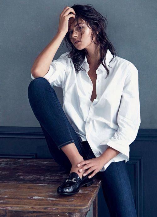 Mocassino, jeans e camicia bianca : un look androgino irresistibile! #MontorsiboutiqueModena #jeans #mocassino #camiciabianca