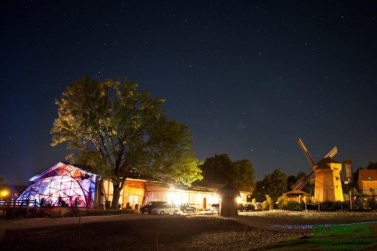 Olandia nocą / Olandia at night Windmill fot. @tamarysia