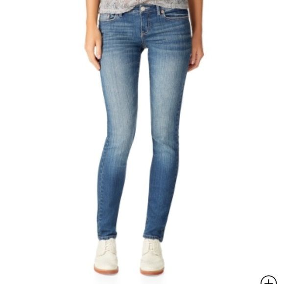 "Aeropostale Bayla Skinny Jeans XXS size 0 Reg Bayla cut skinny jeans 100% cotton.  30"" inseam. Aeropostale. Check out our assortments from Hollister and dresses in xs and small sizes bundle and save!! Aeropostale Jeans Skinny"